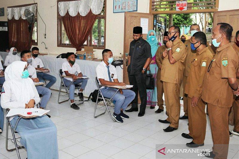 Pelajar di Sabang mulai terima bantuan pendidikan