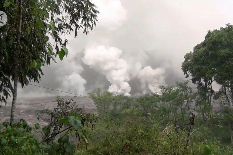 Banjir lahar dingin terjang lereng Gunung Semeru