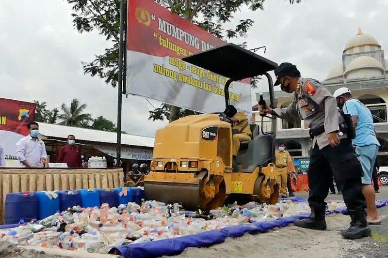 Polres Temanggung musnahkan ribuan botol miras