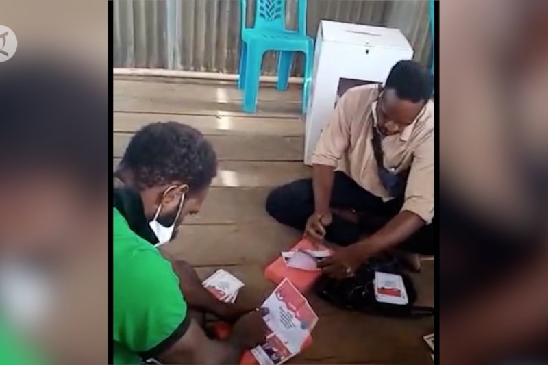 Video viral 3 petugas KPPS di Asmat coblos surat suara