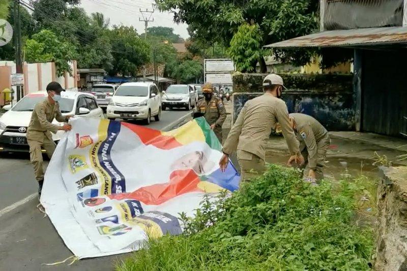 Petugas gabungan tertibkan ribuan APK di Pandeglang
