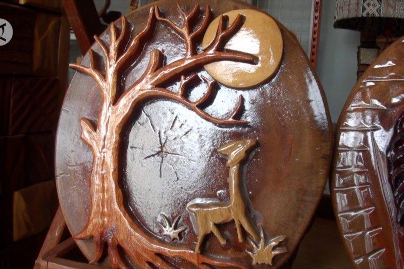 Memanfaatkan limbah kayu sebagai kreasi seni khas Kalteng