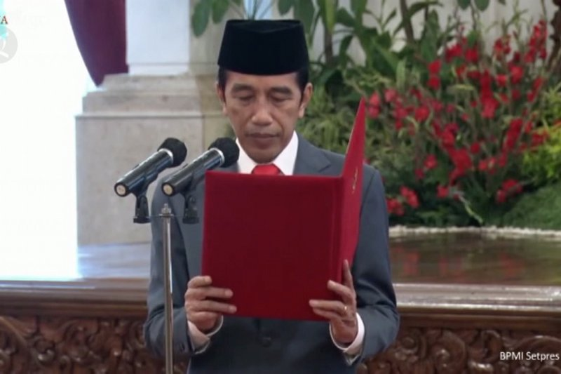 Jokowi lantik kepala BNN dan Kepala BRGM