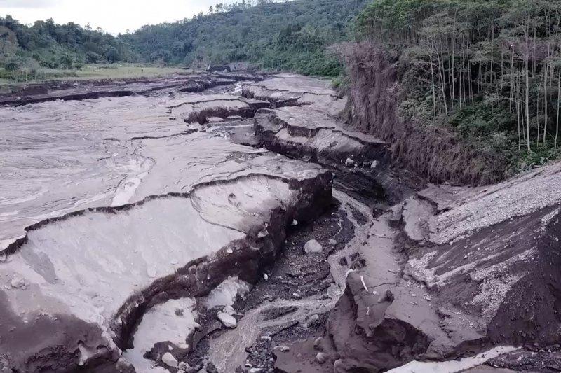 Satgas Darurat Bencana pantau material vulkanik Gunung Semeru dari udara