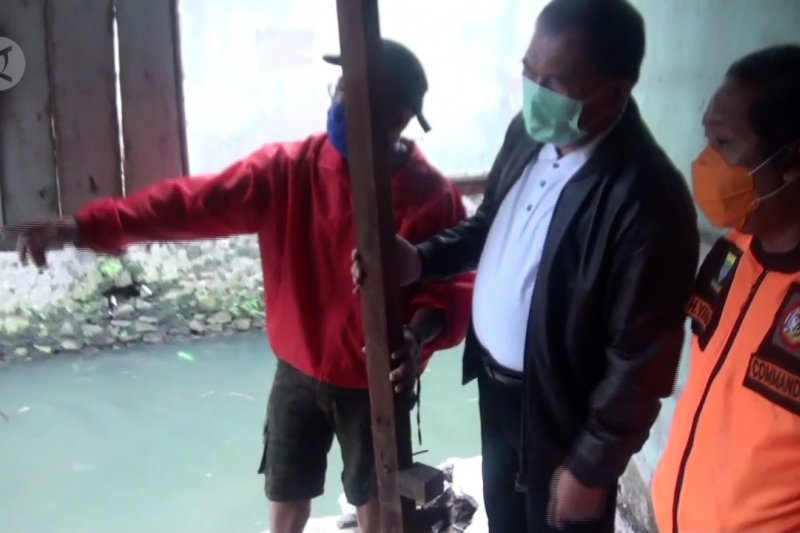 Tinjau rumah ambruk, Wali Kota Bandung janjikan bangun rusun