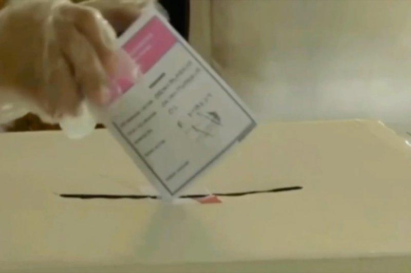 2.921 Kecamatan melakukan rekapitulasi suara secara manual