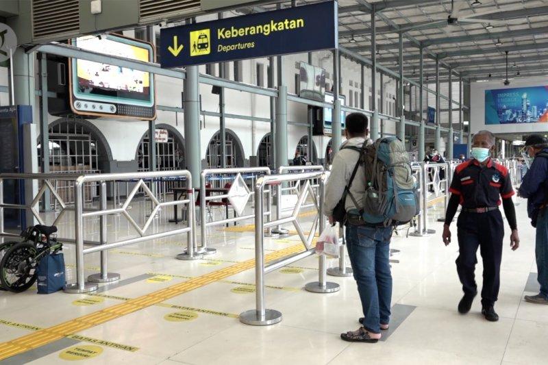 H-1 Tahun Baru, penumpang KA Daop 1 Jakarta kembali ramai