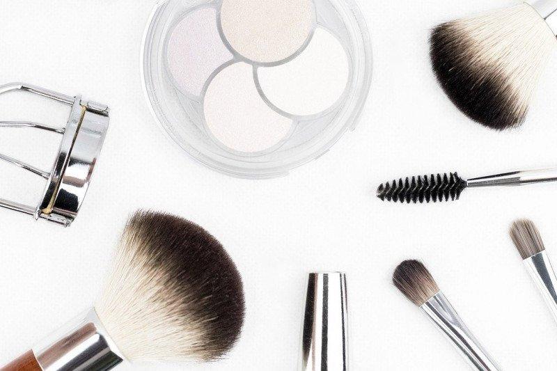 Awas, bakteri bisa bersemayam di make-up dan alat rias selama pandemi