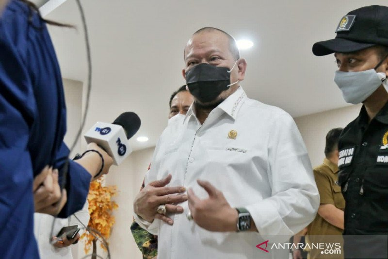 Ketua DPD:  Vaksinasi dapat tekan defisit di bawah tiga persen