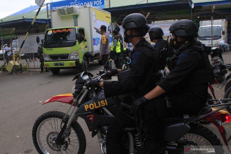 Ratusan personel Polda NTT kawal pendistribusian vaksin COVID-19