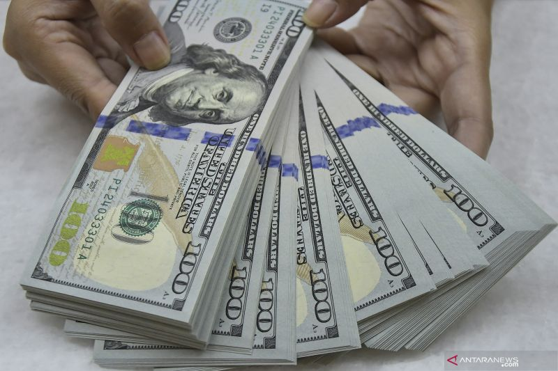 Dolar tergelincir, Fed sebut tak naikkan suku bunga dalam waktu dekat