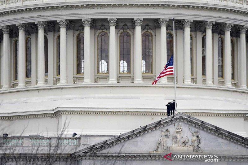 FBI tahan dua perusuh gedung Kongres AS yang fotonya viral