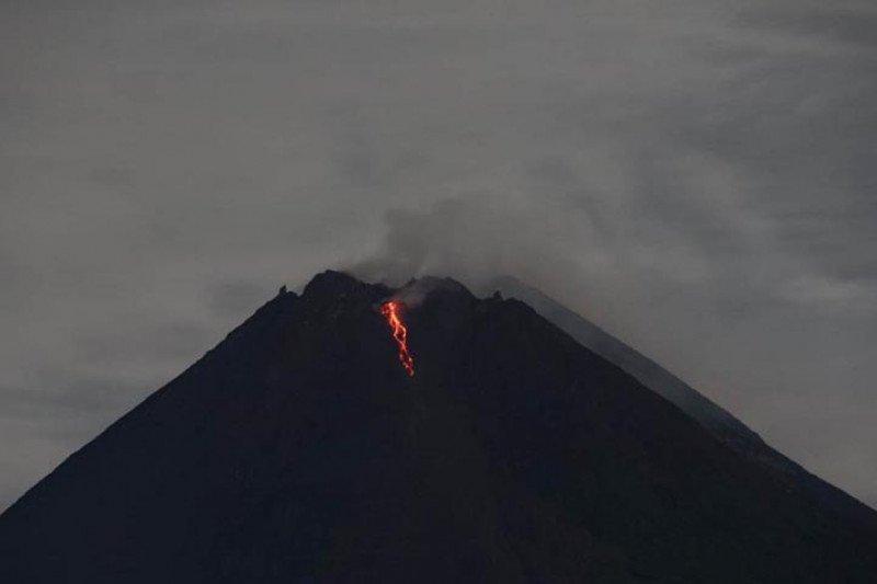 Gunung Merapi keluarkan guguran lava pijar