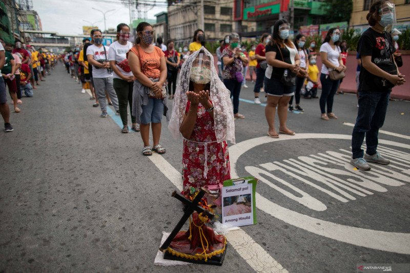 Umat Katolik Manila hadiri misa Black Nazarene dengan protokol kesehatan