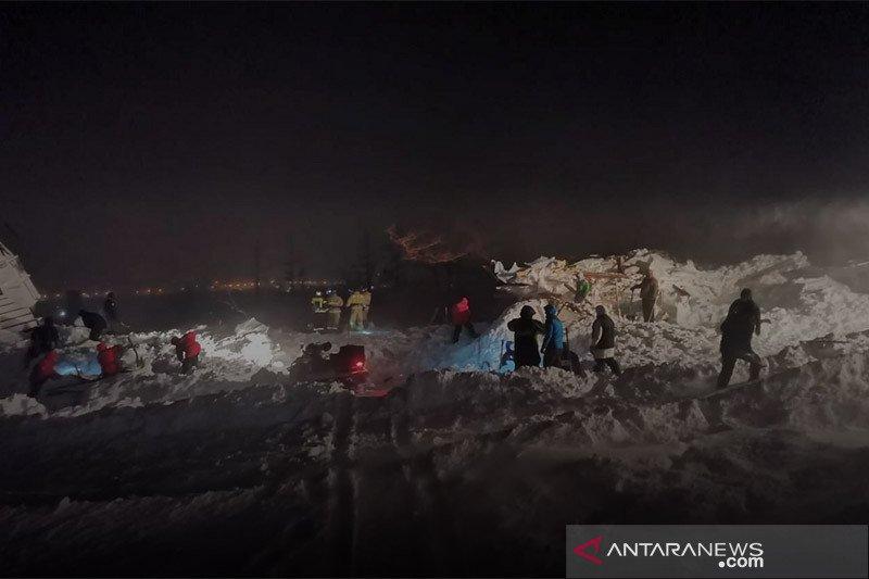 Tiga orang tewas setelah longsoran salju hantam resor ski di Arktik