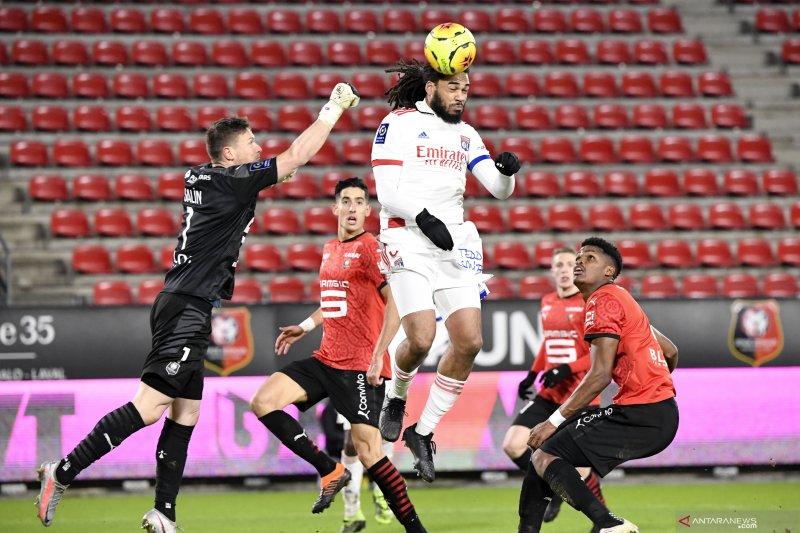 Lyon bangkit dari defisit dua gol untuk tahan imbang Rennes