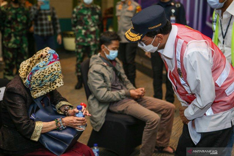 Menteri Perhubungan berdialog dengan sejumlah keluarga penumpang Sriwijaya Air PK-CLC