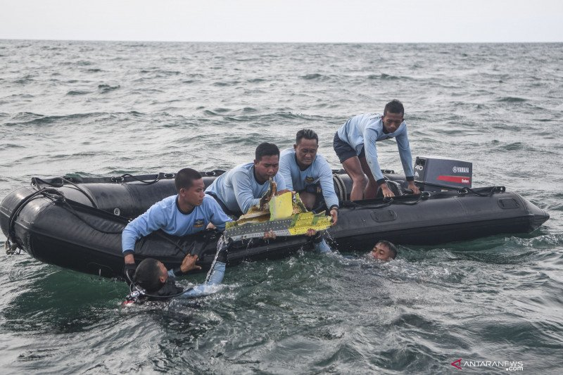 SAR TNI AL : Puing pesawat jadi kendala pencarian kotak hitam Sriwijaya Air SJ-182