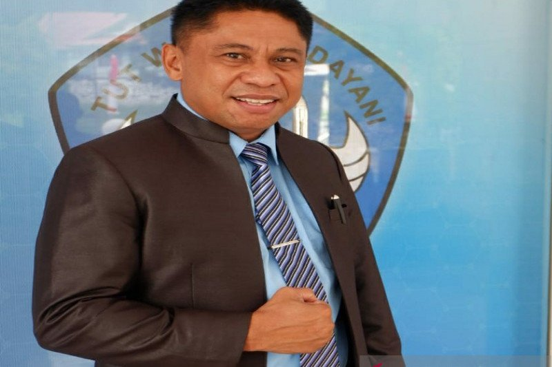 Kadis Pendidikan Papua jadi relawan penerima vaksin tahap pertama
