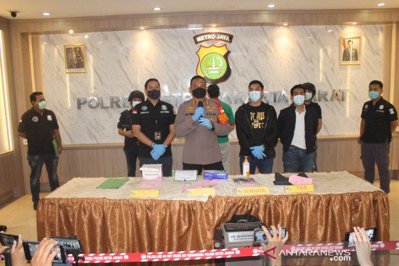 Polisi selidiki senjata api milik suami penyanyi Nindy Ayunda