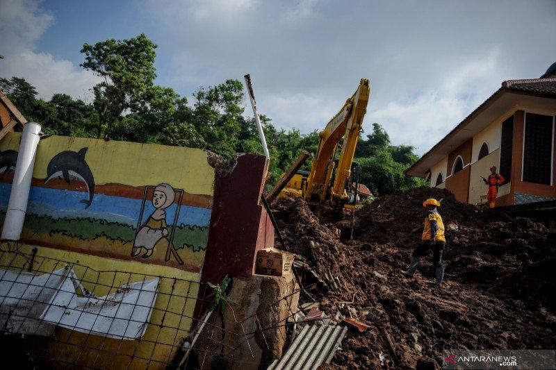 Pencarian korban tanah longsor Cimanggung