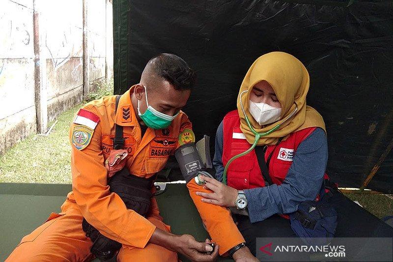 PMI Tangerang periksa kesehatan tim penyelam cari korban pesawat jatuh