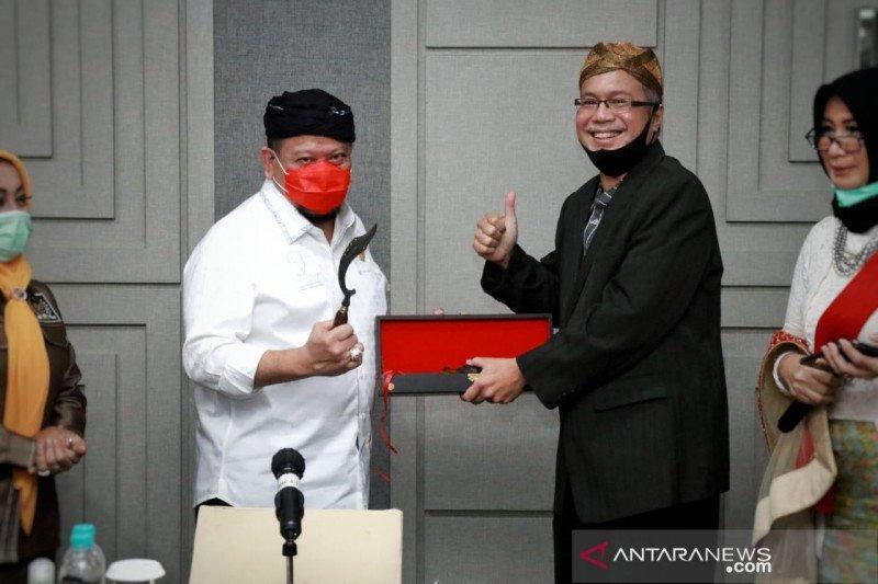 Ketua DPD LaNyalla dapat gelar Akang dari Kongres Sunda