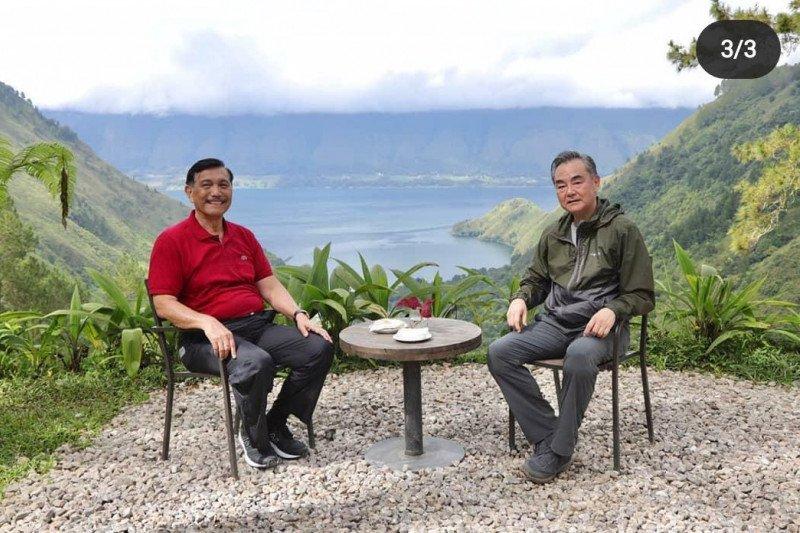 Menko Luhut ajak Menlu China Wang Yi nikmati pesona Danau Toba