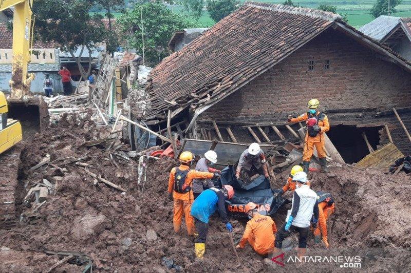 Tim SAR temukan lima korban, 21 orang meninggal dalam longsor Sumedang