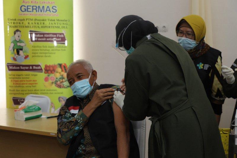 Bupati Sleman mengaku tak rasakan efek samping setelah disuntik vaksin