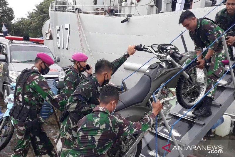 KRI Soeharso-990 dan pasukan dikerahkan bantu korban Gempa Mamuju