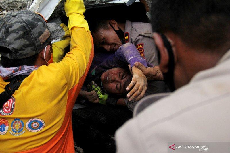 Pengungsi gempa Sulbar dipusatkan di stadion