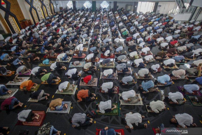 Penerapan Pembatasan Kegiatan Masyarakat di rumah ibadah