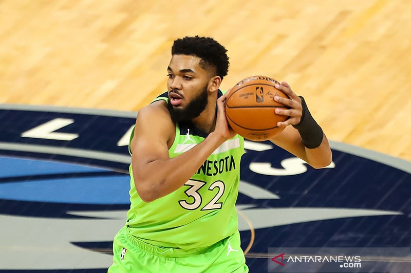 Karl-Anthony Towns positif COVID-19, pertandingan ditunda