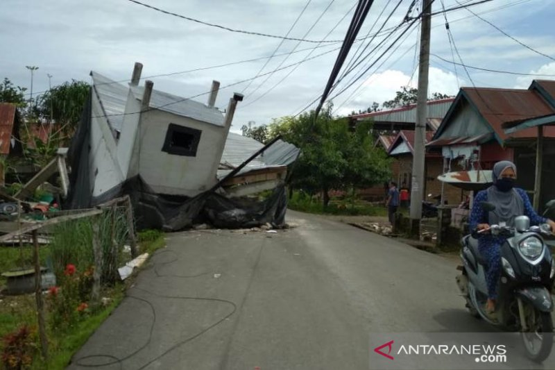 Panglima TNI perintahkan bersihkan puing-puing bangunan akibat gempa
