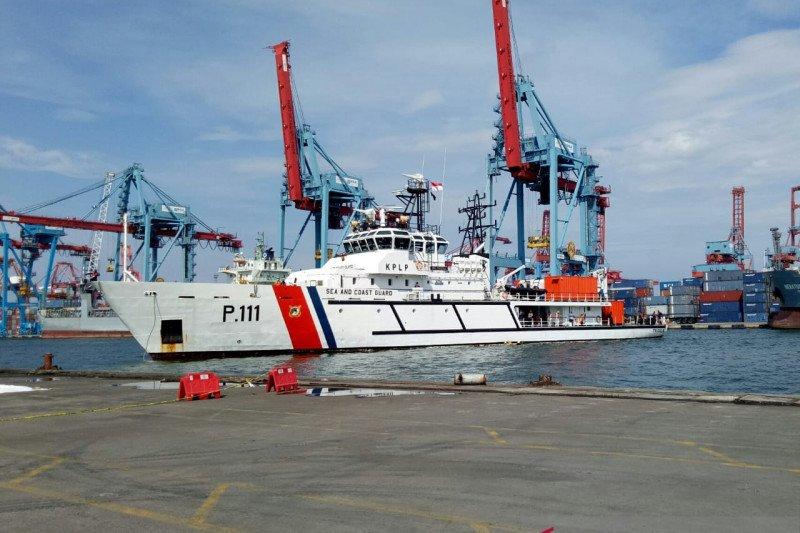 KN Trisula KPLP temukan pakaian diduga milik penumpang SJ 182