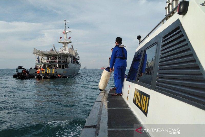 Penyelam Polri tetap lakukan pencarian hingga hari terakhir SAR SJ-182