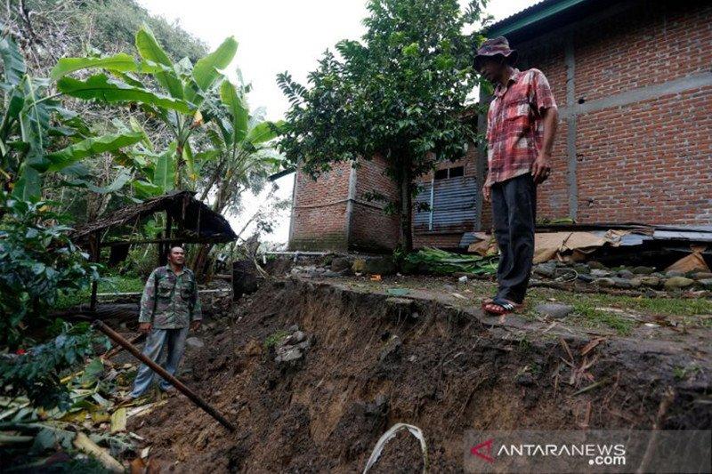 BMKG pasang seismometer di lokasi pergeseran tanah di Aceh Besar