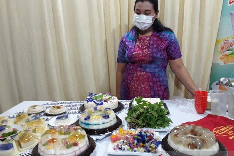 Penjualan puding edible flower di Kediri laris saat pandemi COVID-19