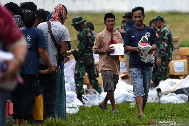 Bantuan kebutuhan pokok mulai dibagikan kepada pengungsi gempa