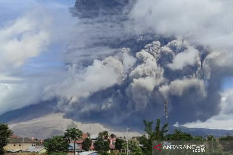 Kemarin, Gunung Sinabung meletus hingga kasus COVID-19 bertambah