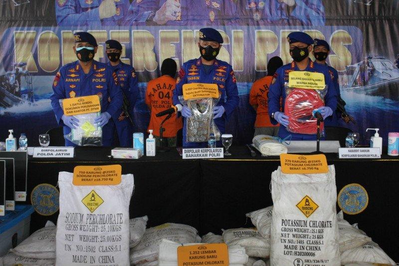 Polda Jatim amankan puluhan ton bom ikan di Surabaya