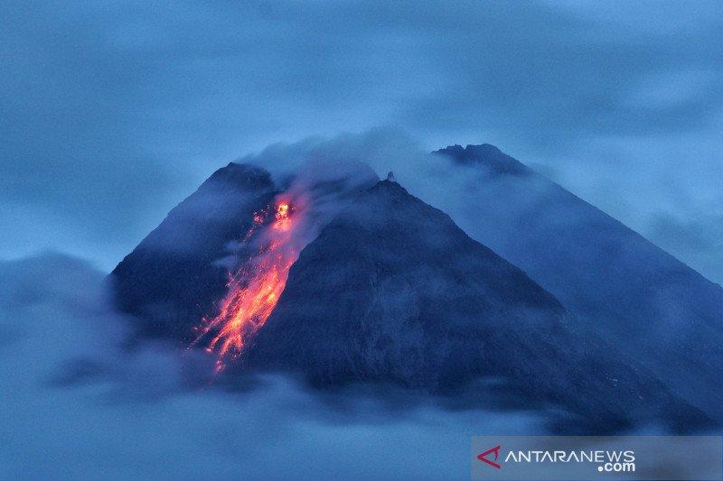 Mount Merapi spews hot lava amid rising volcanic activity