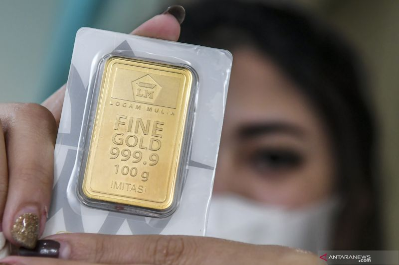 Emas melemah di perdagangan Asia, tertekan dolar yang menguat