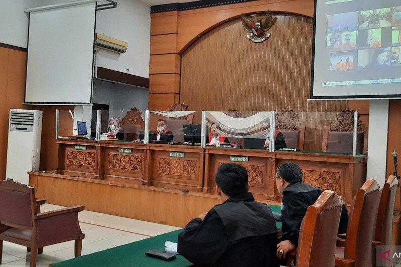 PN Jaksel vonis Tio Pakusadewo satu tahun penjara