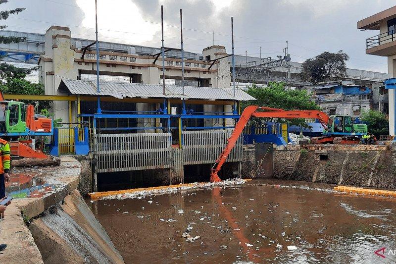 Tim UPK Badan Air Manggarai antisipasi banjir bandang di Bogor