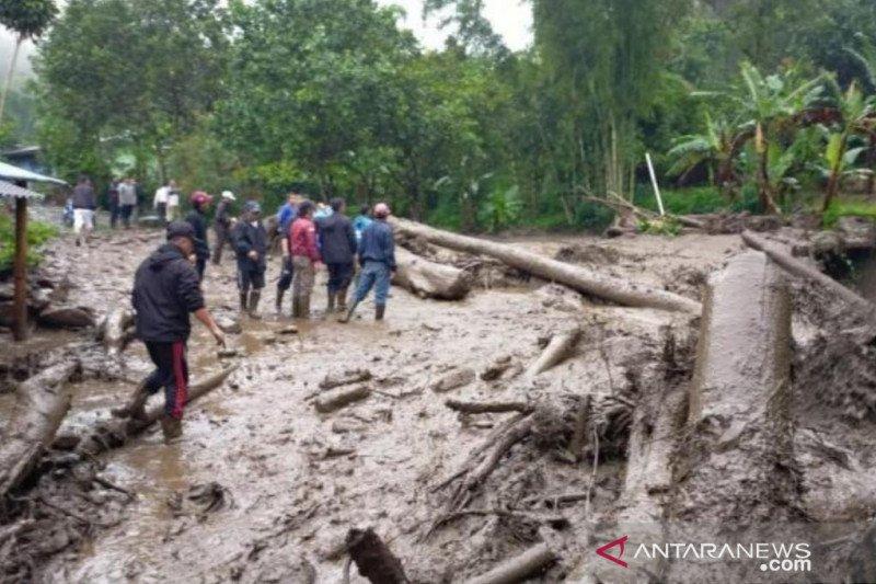 Puncak Bogor banjir bandang, tak ada korban jiwa