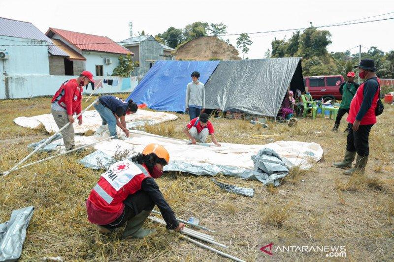 PMI dirikan tenda pengungsian untuk korban gempa di Mamuju