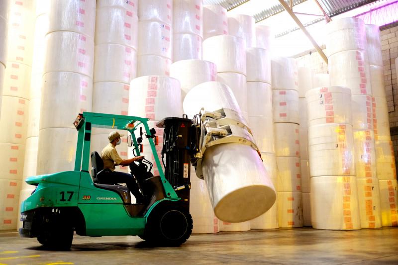 Jaga pertumbuhan ekonomi, Wamendag lepas ekspor tisu dari Mojokerto