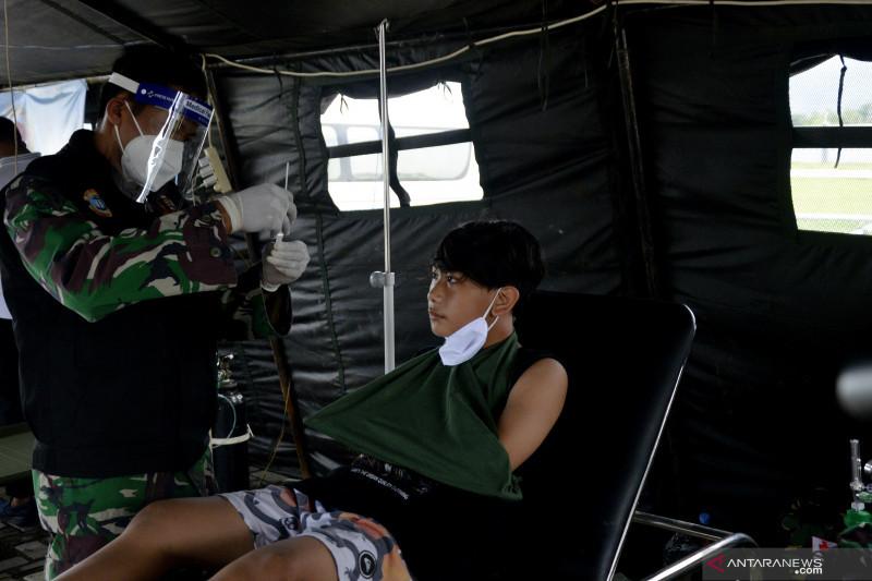 KRI dr Soeharso rawat korban gempa bumi